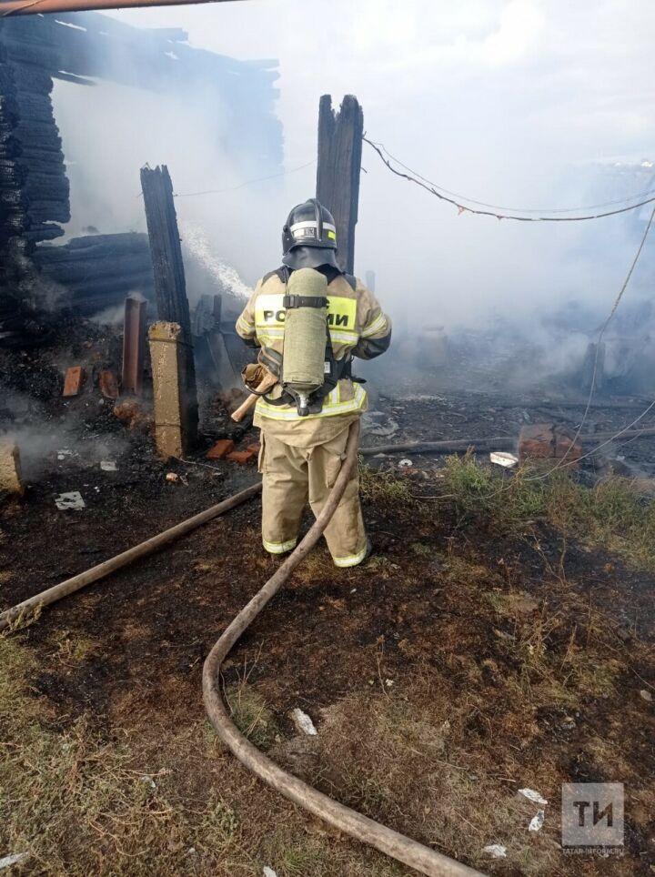 Супруги пострадали, спасаясь из пожара в частном доме в Татарстане