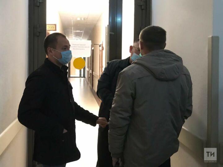 В суд доставили начальника колонии №3 в Татарстане по обвинению в поборах на ремонт