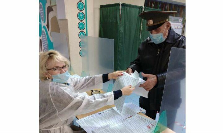 В Мензелинске проголосовал 94-летний участник Великой Отечественной войны Михаил Тихонов