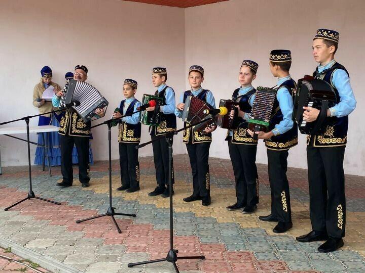 Жители Кукмора во второй день выборов смогли посмотреть фестиваль гармонистов