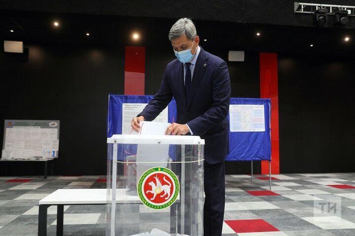 Вице-премьер РТ Роман Шайхутдинов проголосовал на думских выборах в Иннополисе