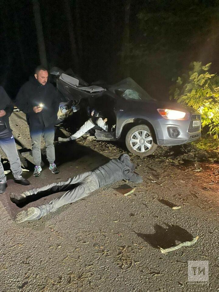 Появилось видео с места страшной аварии под Казанью, в которой погиб один человек