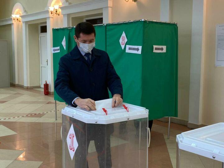 Глава Пестречинского района РТ вместе с семьей принял участие в выборах