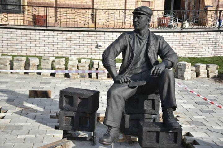 В Нижнекамске в День города установят новую скульптуру и выступит Filatov&Karas