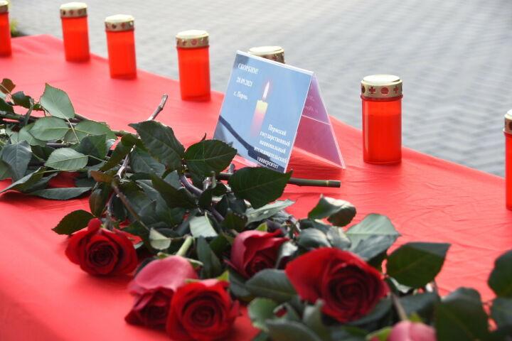 Возле мэрии в Набережных Челнах организован мемориал в память о погибших в Перми