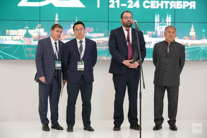 Минниханов и Шадаев открыли форум Kazan Digital Week