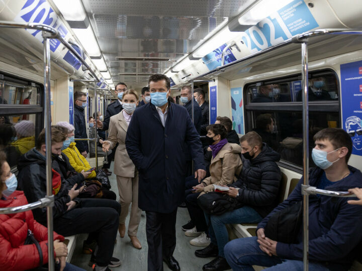 Мэр Казани приехал на работу на метро