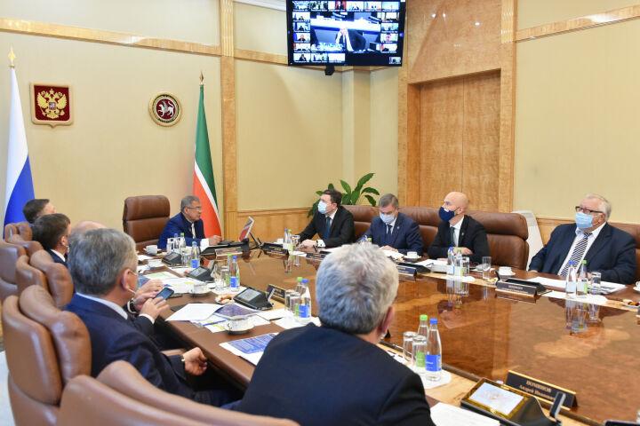 Минниханов принял участие в совещании Чернышенко с главами субъектов ПФО