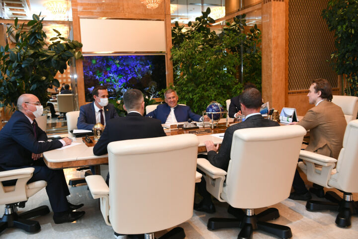 Президент РТ и руководство EMTensor обсудили сотрудничество в сфере здравоохранения