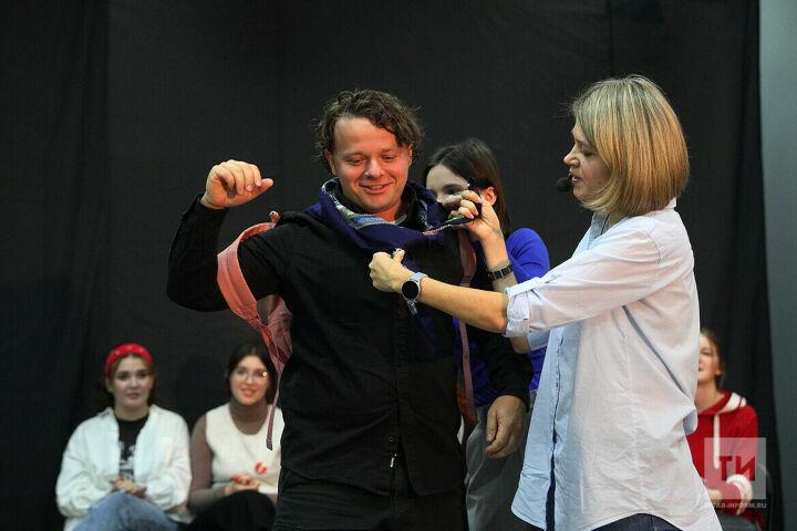 «Кремлевский курсант» актер Сергей Друзьяк освоил роль в форум-театре на фестивале Казани