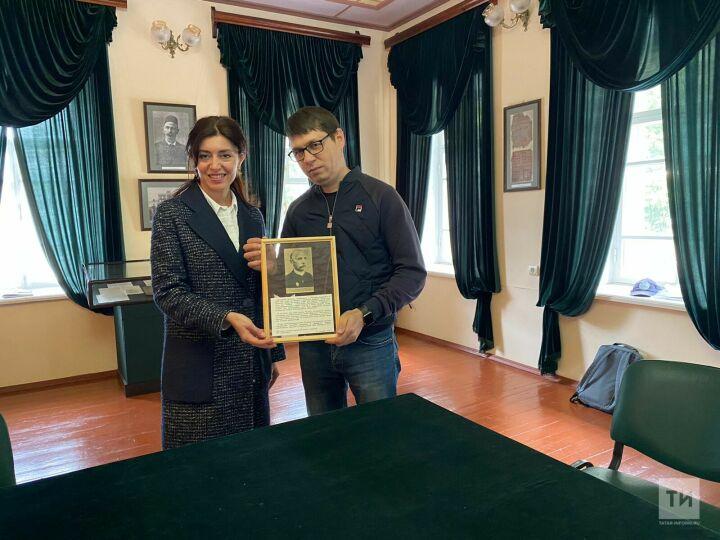 Медиахолдинг «Татмедиа» подарил музею Гаспринского в Бахчисарае редкое фото просветителя