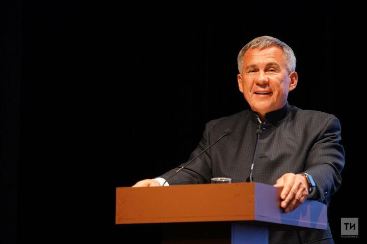 Рустам Минниханов – татарам мира: «Сегодня мы опираемся на вас»