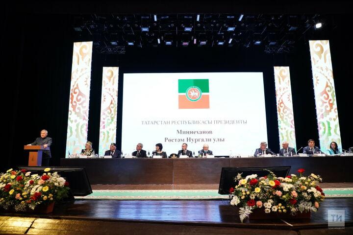 Рустам Минниханов на «Милләт җыены» вручил государственные награды РТ