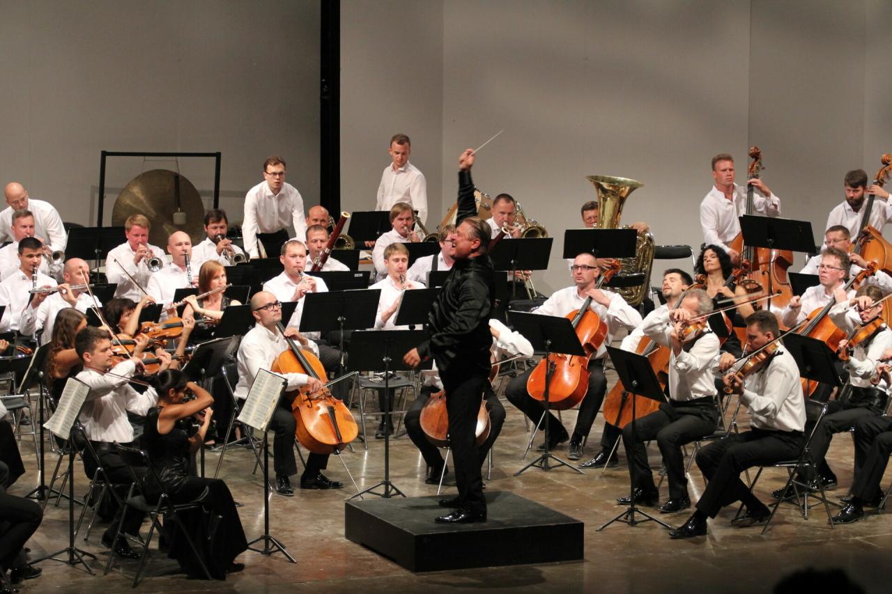 Сотрудничество с более чем 400 музыкантами, 12 международных турне: Госоркестру РТ 55 лет