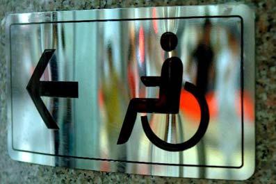 В следующем году 12 многоквартирных домов оснастят пандусами для инвалидов.