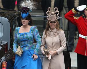 Принцессы Беатрис и Евгения на свадьбе принца Уильяма