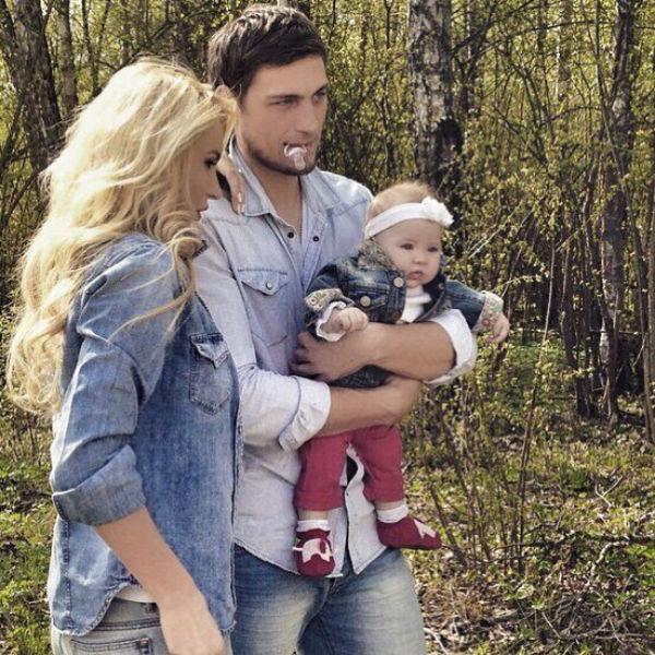 Элина карякина и ее ребенок фото