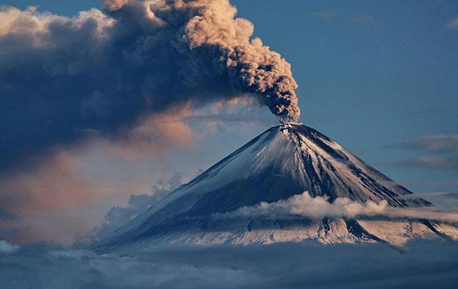 Вулкан Ключевской наКамчатке выбросил пепел навысоту свыше 5км