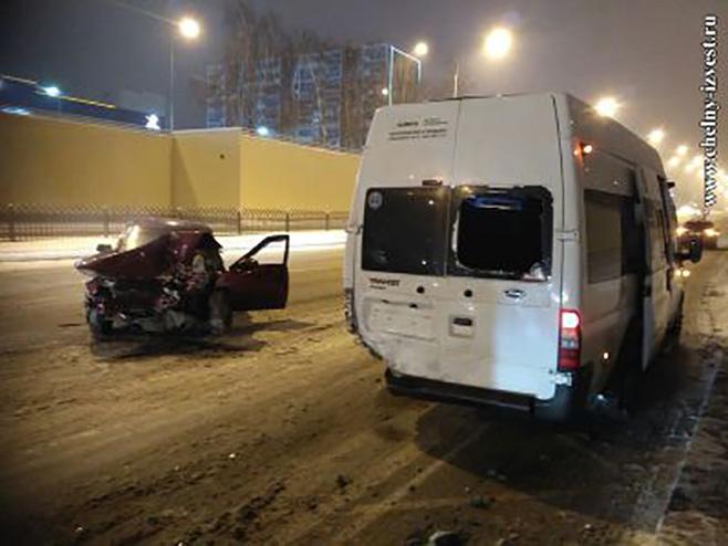 ВЧелнах нетрезвый шофёр влетел вмаршрутку, пострадали два пассажира