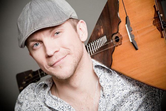 Музыкант CrazyBalalaika Калинин умер в столице России отножевых ранений