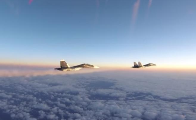 Пентагон обнародовал видео сопровождения русских истребителей