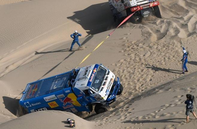 Экипаж Николаева победил напятом этапе ралли-марафона «Дакар» взачете фургонов