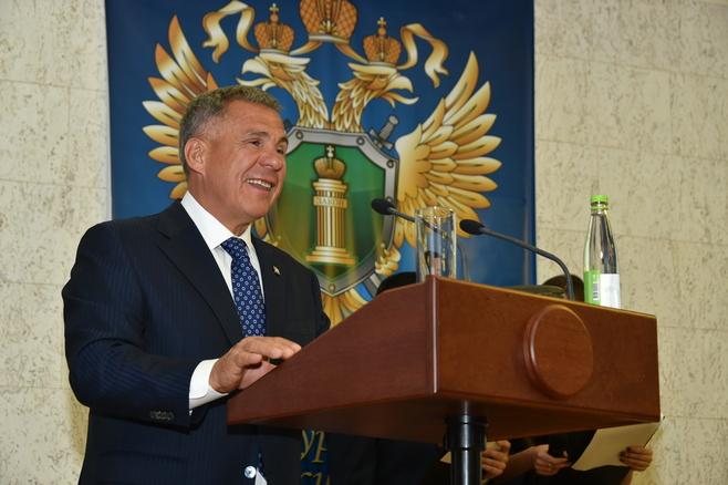 Президент Татарстана поздравил прокуроров республики с праздником