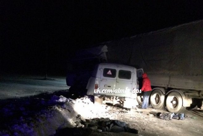 Появились фото с места смертельной аварии в Лениногорском районе