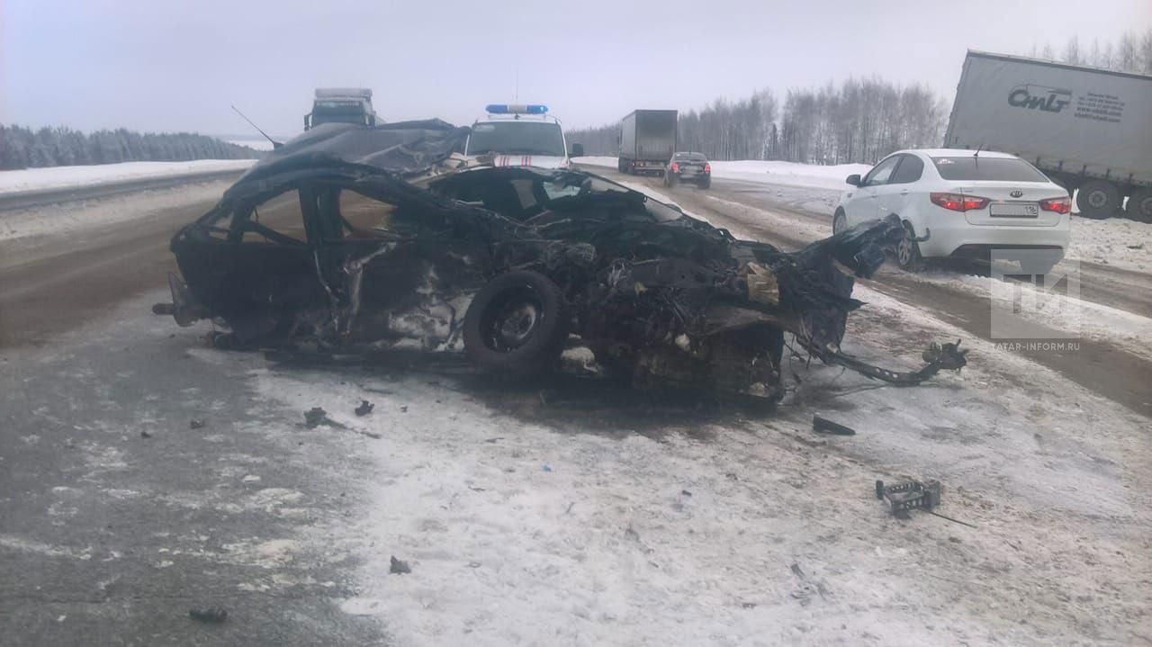 ВТатарстане при столкновении 2-х легковых машин погибли три человека