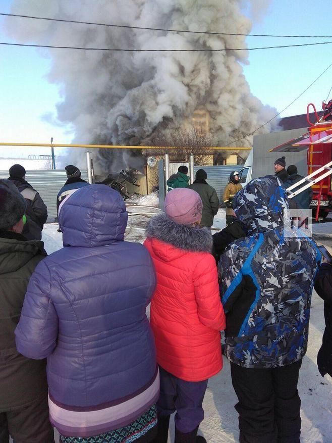В Альметьевском районе при попытке потушить пожар пострадал хозяин дома