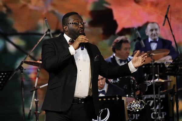 Джазмен из Южной Каролины спелся с филармоническим оркестром Татарстана