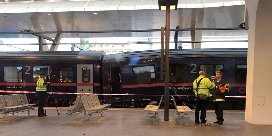 Навокзале вАвстрии локомотив столкнулся споездом, десятки пострадавших