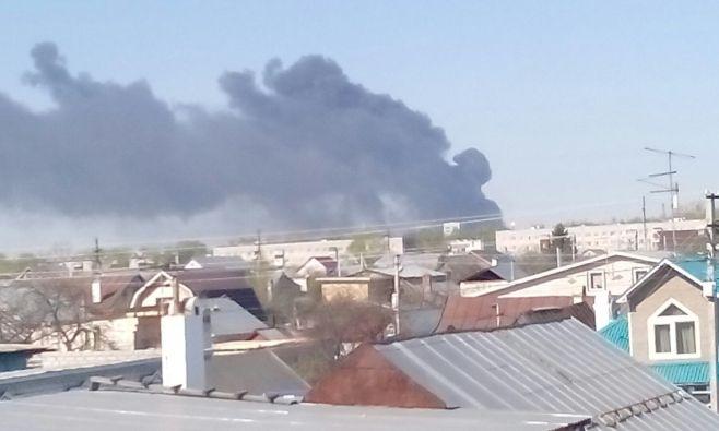 На Автосервисной в Казани полыхает горючее вещество