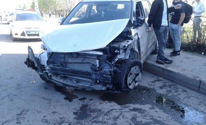 ВНабережных Челнах шофёр сбил женщину с сыном ипротаранил 12 легковых автомобилей