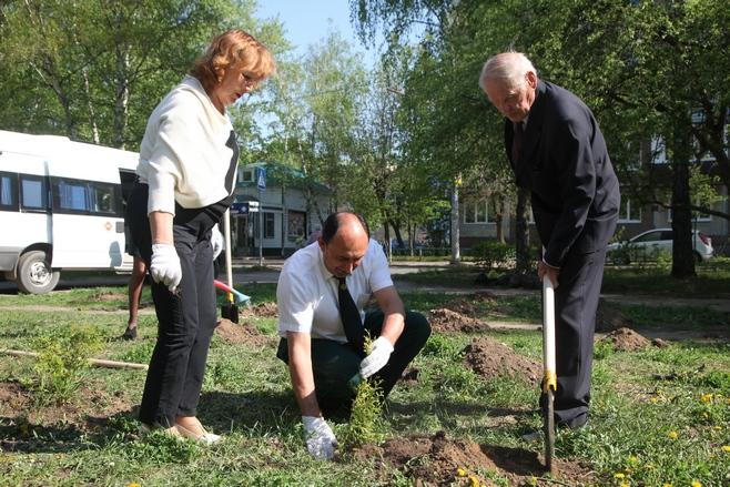 Ветераны лесного хозяйства посадили деревья к100-летию образования ТАССР
