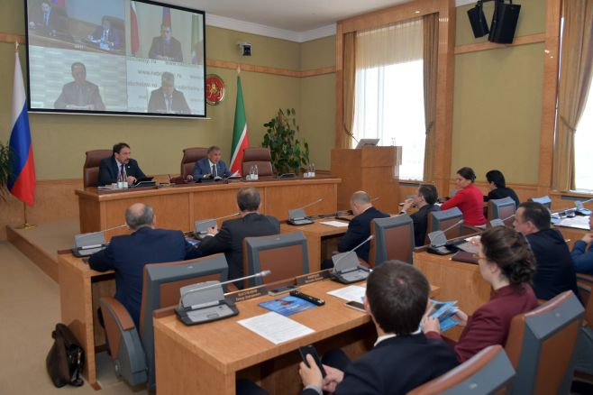 Рустаму Минниханову представили проекты производства газовых турбин иткани измикроволокна