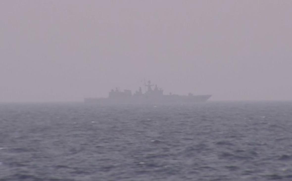 Русский фрегат установил слежку заавианосцем США
