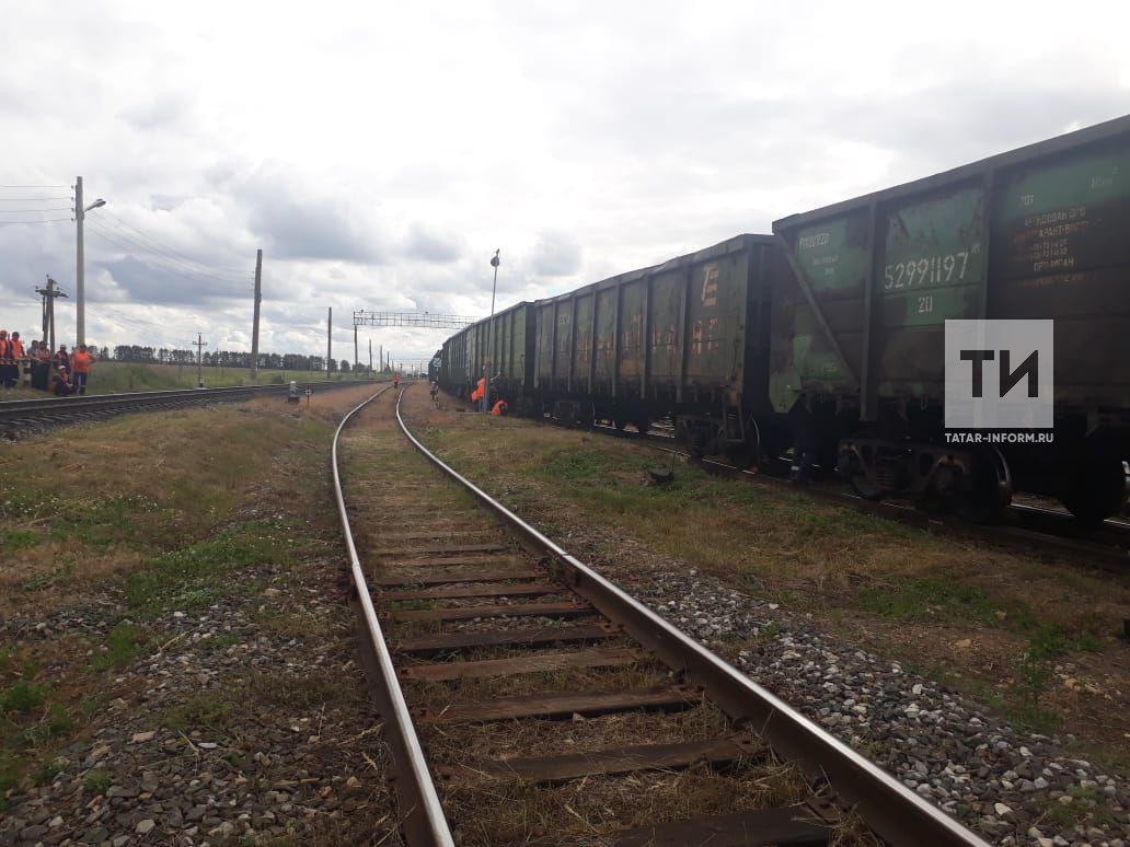 ВКарелии сошли срельсов 15 вагонов грузового поезда