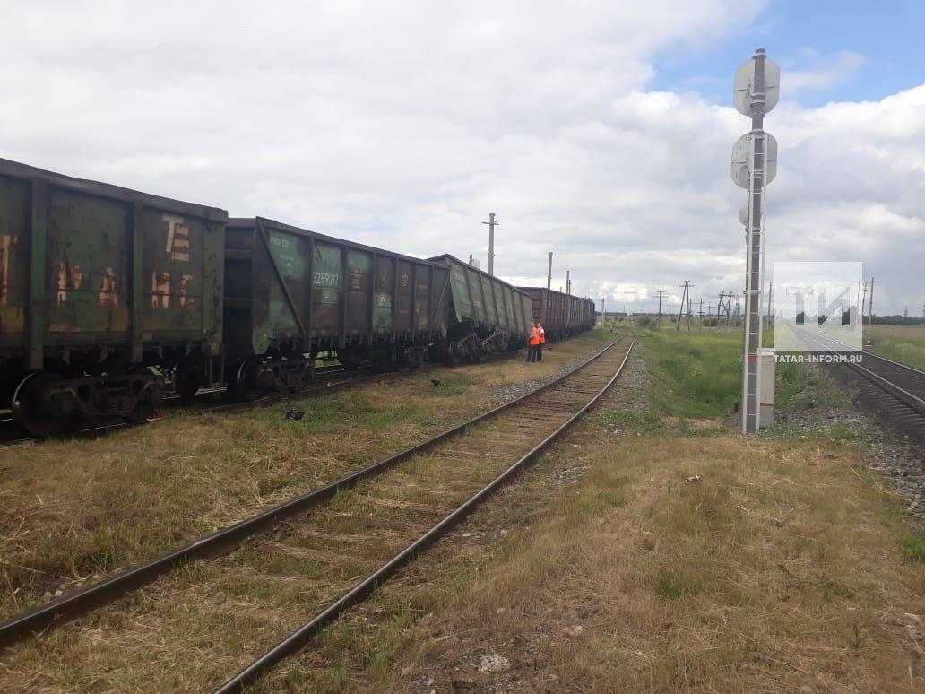 ВКарелии 15 вагонов грузового поезда сошли спутей