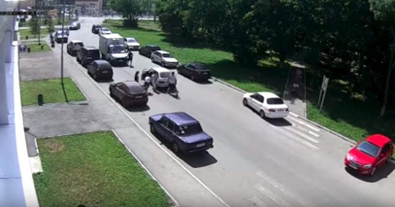 В Казани на пешеходном переходе сбит ребенок на самокате