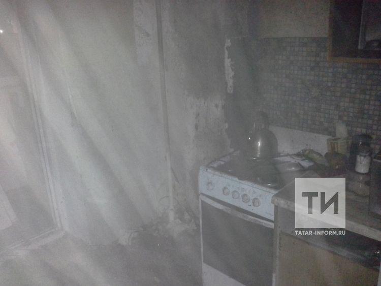 В Альметьевске пожарные спасли хозяйку из горящей квартиры