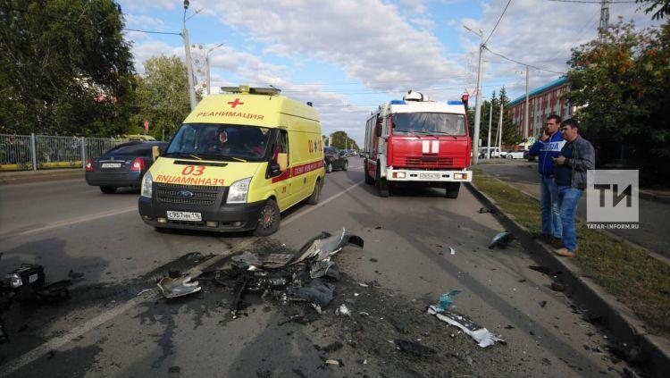 В Альметьевске госпитализирован водитель одного из трех столкнувшихся автомобилей