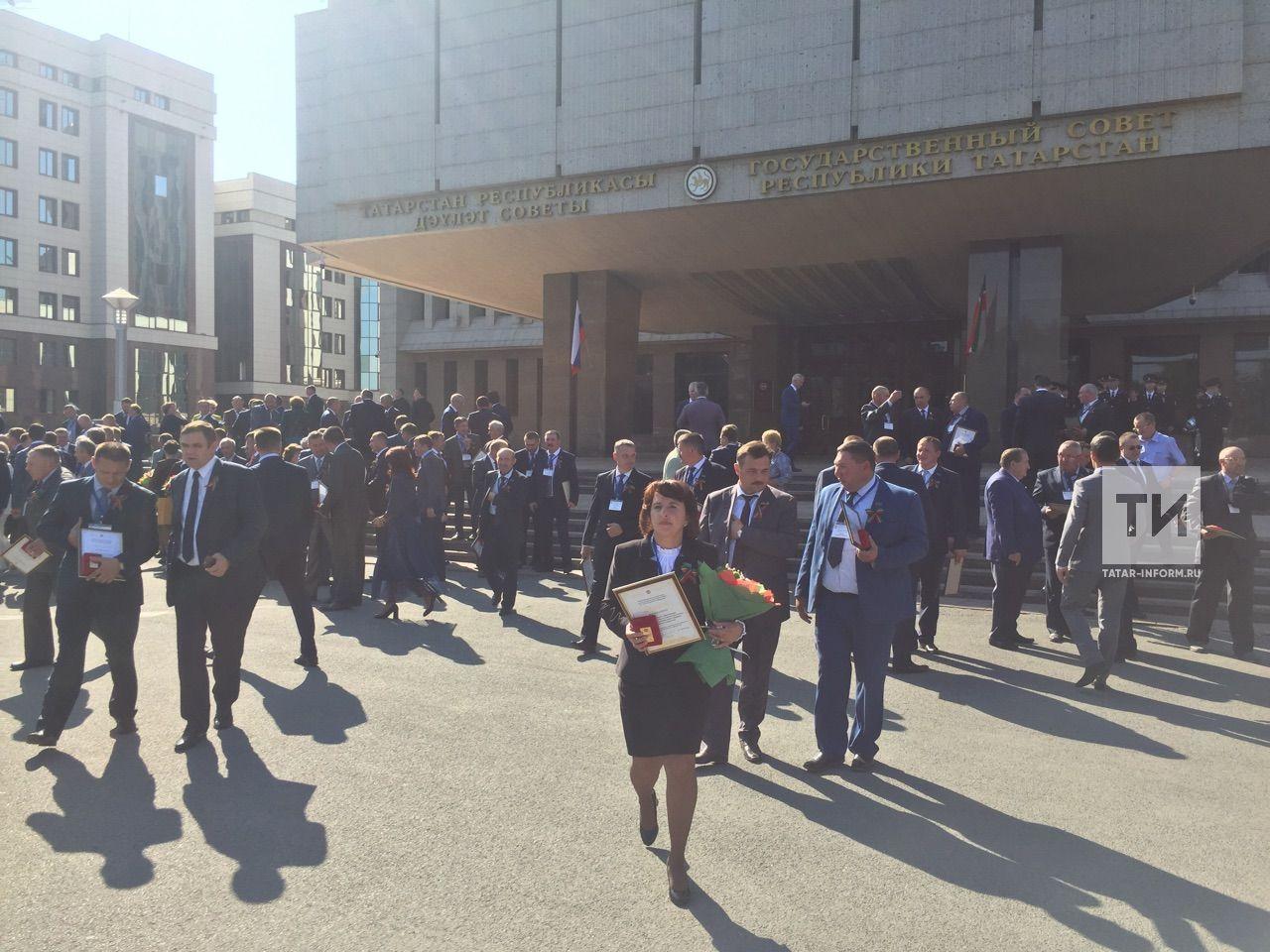 Муниципальные районы РТ получили 93 внедорожника