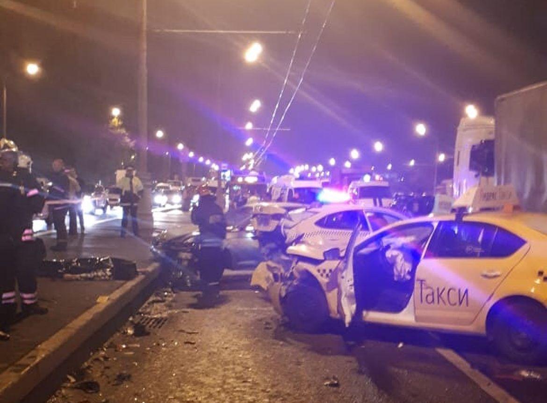 Один человек умер вДТП сучастием 7-ми авто наюге столицы