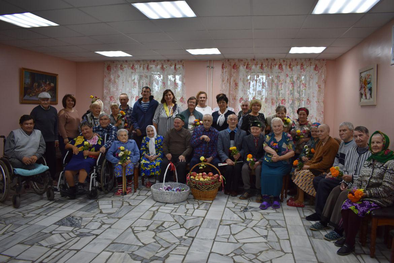 Подарили дому престарелых очередь в дом престарелых