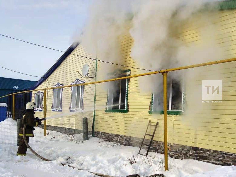 В Татарстане закрытый дома маленький малыш устроил пожар, в котором погиб