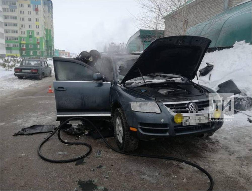 В Альметьевске взорвалась машина с водителем внутри, происшествие зафиксировала камера видеонаблюдения
