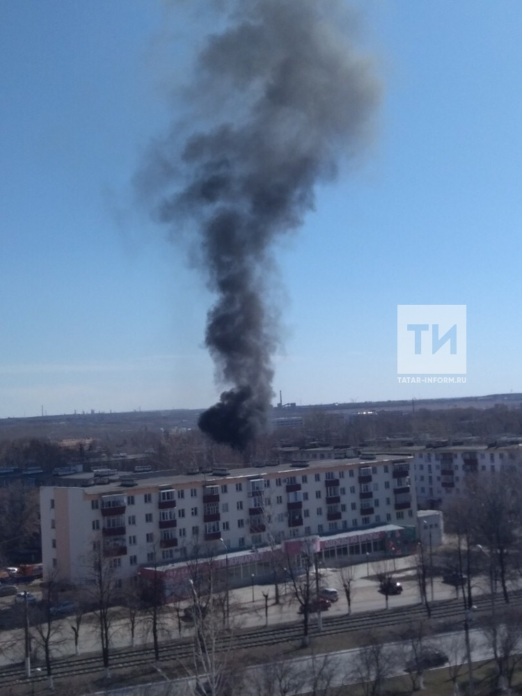 Момент взрыва кислородных баллонов в легковушке в Нижнекамске