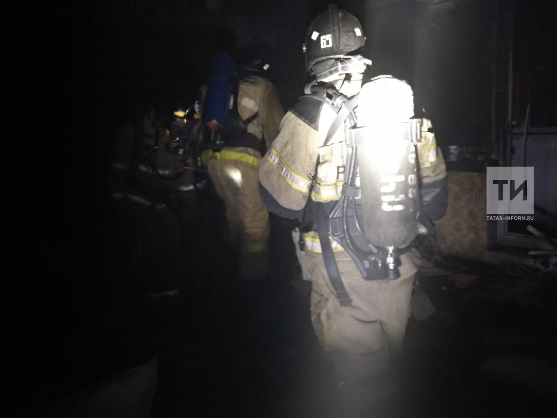 На пожаре из-за непотушенной свечи в Альметьевске пострадали отец с сыном
