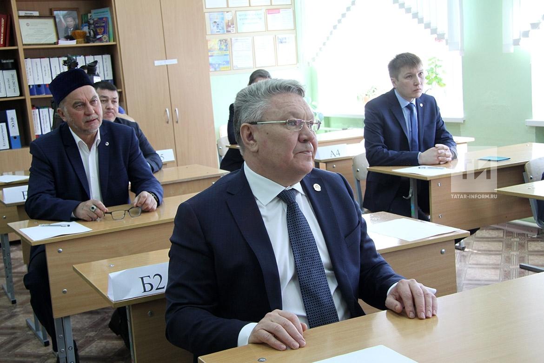 Министр образования и науки РТ сдал экзамен по татарскому языку